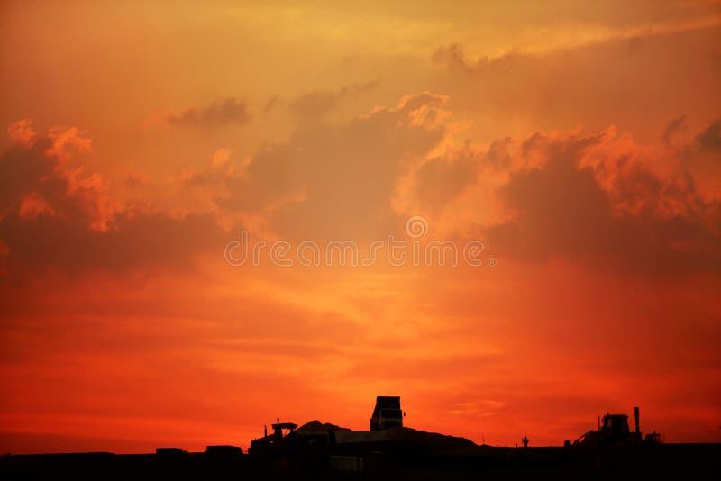 Por do sol da construção de Qatar fotos de stock