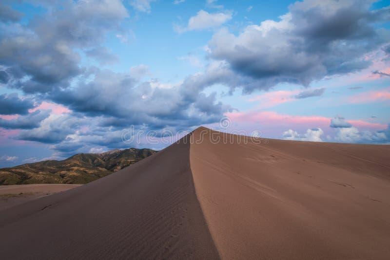 Por do sol da duna de areia em Colorado fotografia de stock royalty free