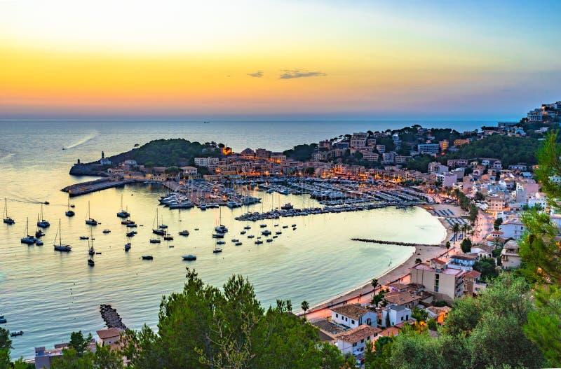 Por do sol da Espanha de Majorca em Porto de Soller imagem de stock
