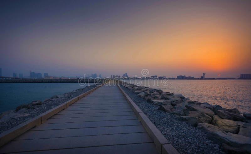 Por do sol da grelha Abu Dhabi foto de stock
