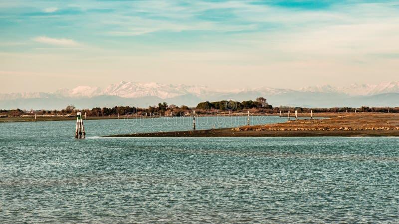Por do sol da mola na lagoa de Grado fotos de stock royalty free