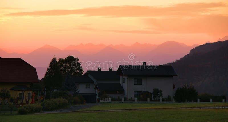 Por do sol da montanha. imagem de stock royalty free