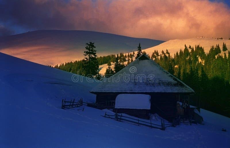 Por do sol da montanha em Winter-2 fotos de stock royalty free