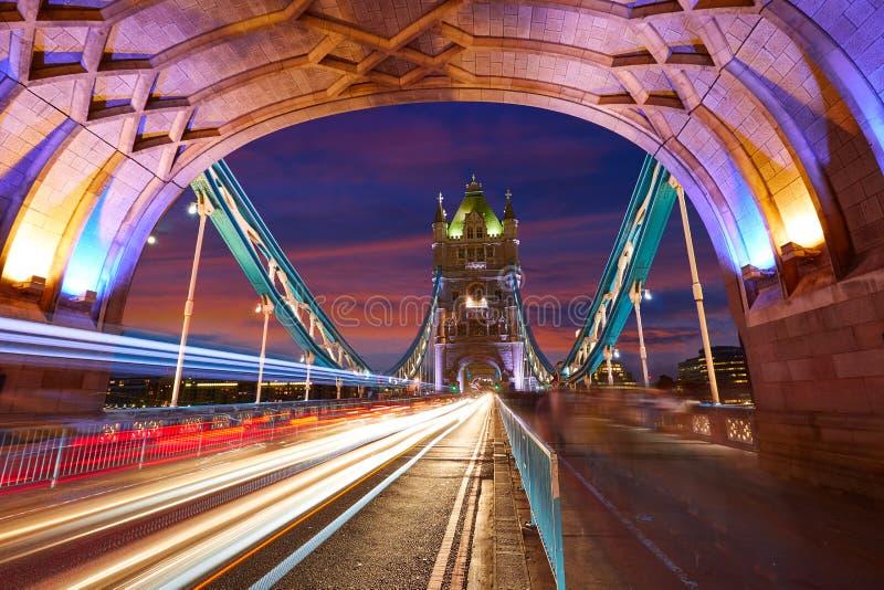Por do sol da ponte da torre de Londres em Thames River imagem de stock royalty free