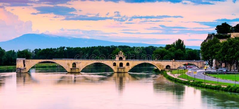 Por do sol da ponte de Avignon imagem de stock