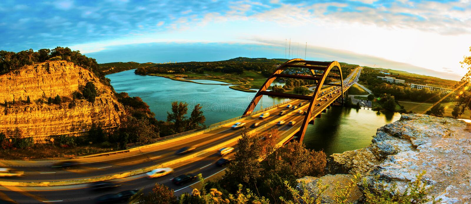 Por do sol da ponte 360 ou da ponte de Pennybacker panorâmico fotos de stock royalty free