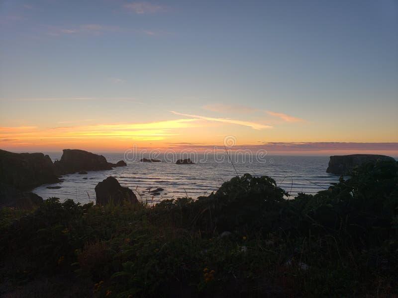 Por do sol da praia da costa de Oregon imagens de stock royalty free