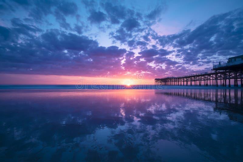 Por do sol da praia de Califórnia na praia pacífica, San Diego imagens de stock royalty free