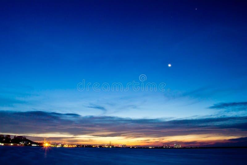 Por do sol da praia de Jakarta, Ancol fotografia de stock