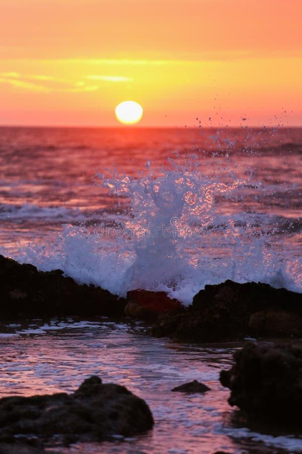 Por do sol da praia de Mancora fotos de stock
