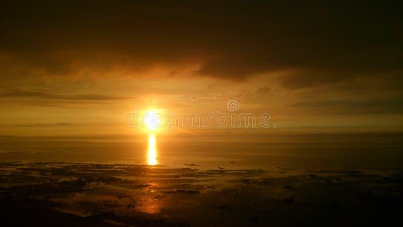 Por do sol da praia de Reculver fotos de stock royalty free