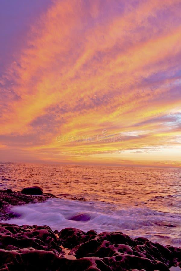 Por do sol da praia do oceano imagem de stock