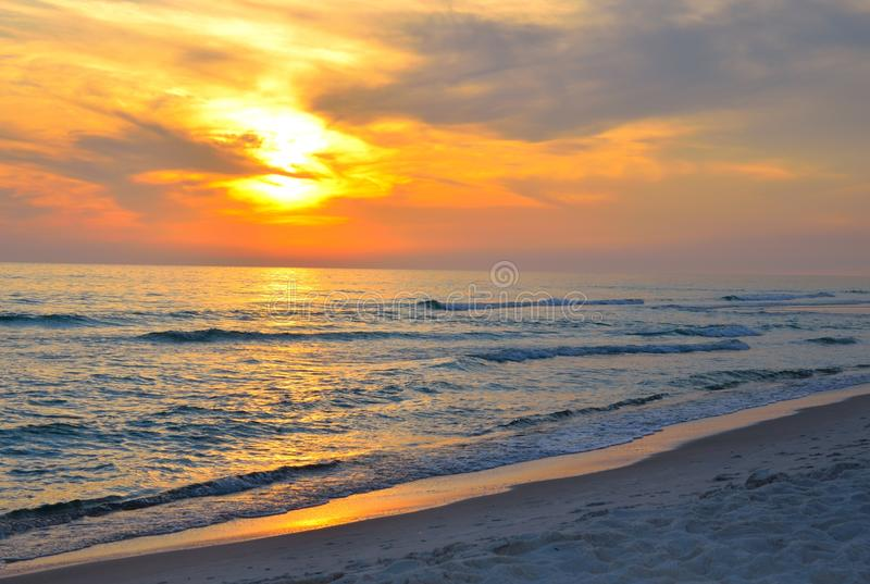 Por do sol da praia do oceano de Florida fotos de stock