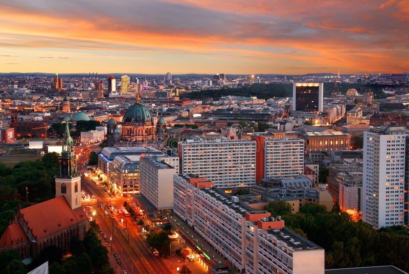 Por do sol da skyline de Berlim fotografia de stock