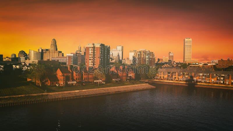 Por do sol da skyline de New York do búfalo fotografia de stock royalty free