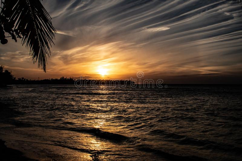 Por do sol das cara?bas c?nico em Las Terrenas, Rep?blica Dominicana foto de stock
