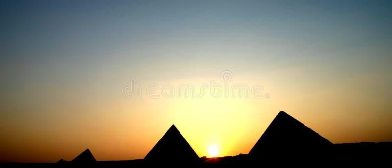 Por do sol das pirâmides imagens de stock royalty free
