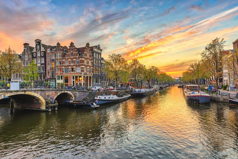 Por do sol de Amsterdão foto de stock