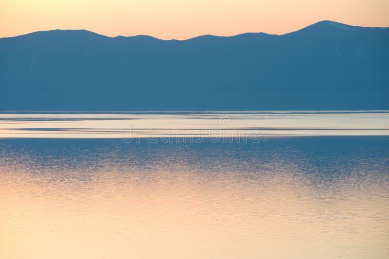 Por do sol de Baikal imagem de stock