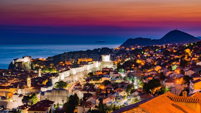 Por do sol de Dubrovnik na Croácia