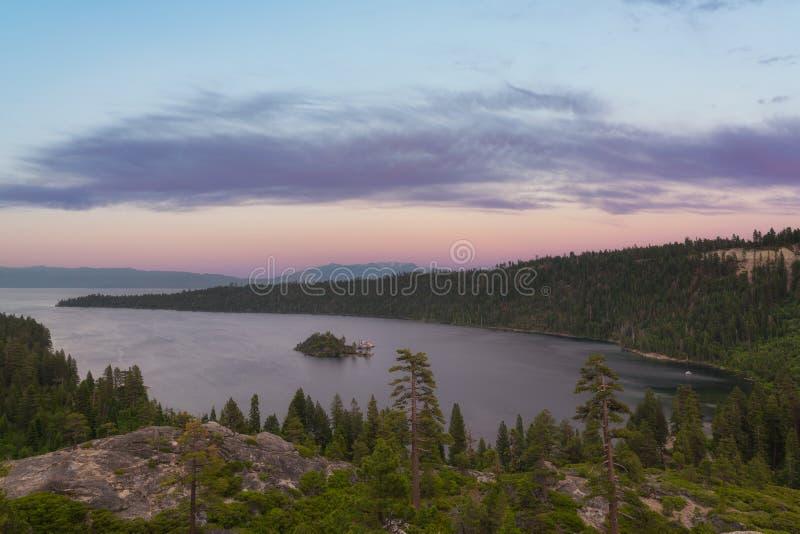 Por do sol de Emerald Bay em Lake Tahoe Califórnia foto de stock