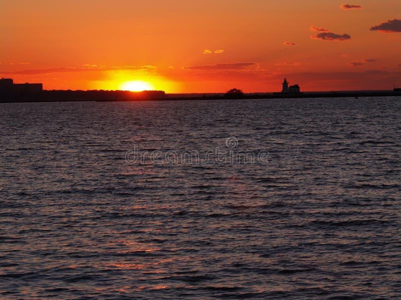 Por do sol de Erie de lago foto de stock