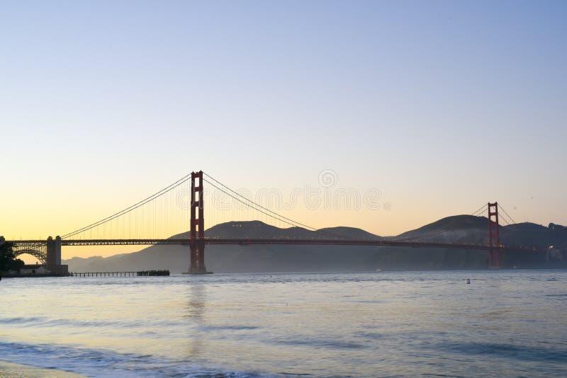 Por do sol de golden gate bridge imagens de stock royalty free