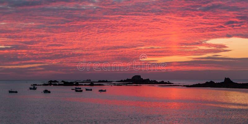 Por do sol de Guernsey fotos de stock royalty free