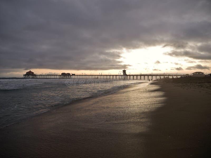 Por do sol de Huntington Beach imagens de stock royalty free