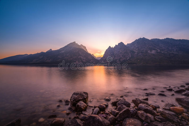 Por do sol de Jenny Lake em Wyoming imagens de stock royalty free