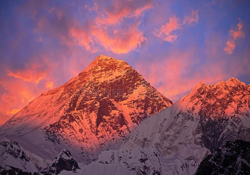Por do sol de Monte Everest fotos de stock royalty free