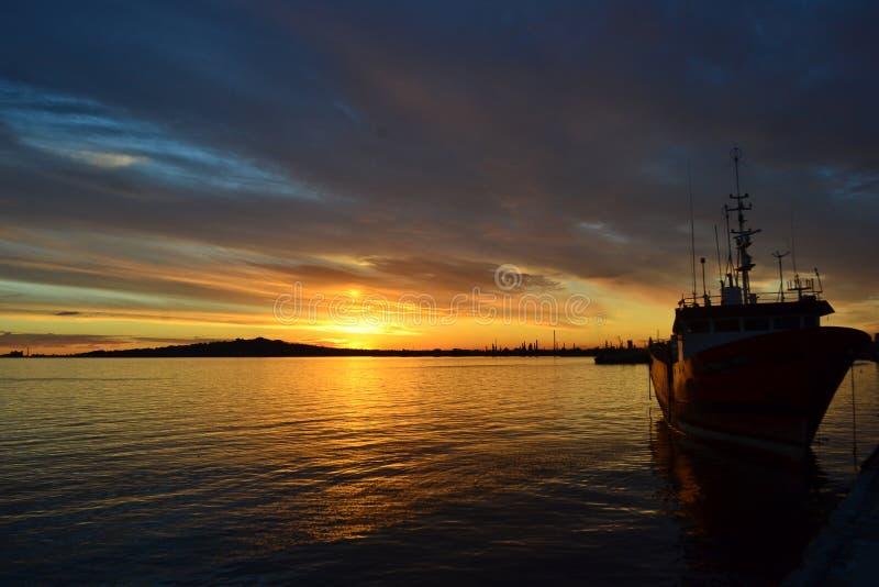Por do sol de Montevideo imagem de stock