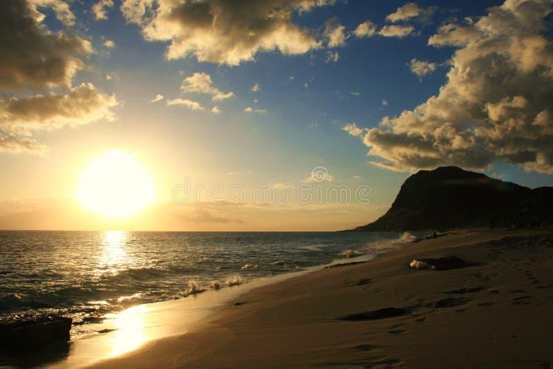 Por do sol de Oahu fotos de stock