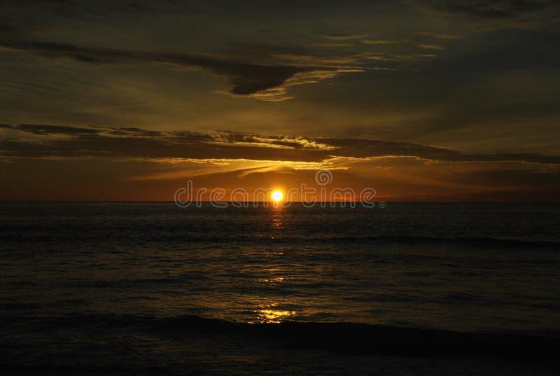 Por do sol de observação perto de Malibu, ao sul de Califórnia imagem de stock royalty free