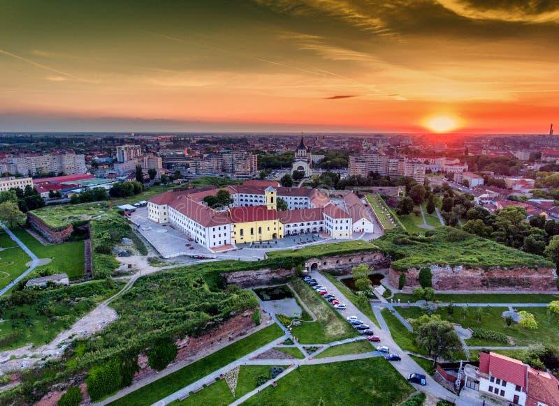 Por do sol de Oradea sobre a fortaleza medieval fotografia de stock royalty free