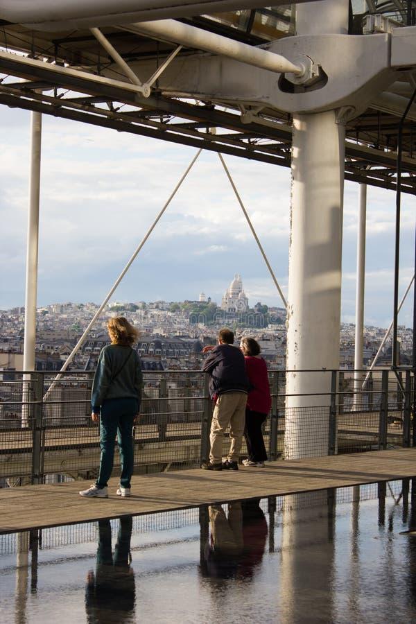 Por do sol de Paris foto de stock