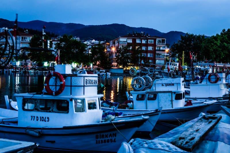 Por do sol de Pier On Seaside Town After dos pescadores - Turquia fotografia de stock