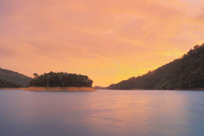 Por do sol de Shing Mun Reservoir HK fotos de stock