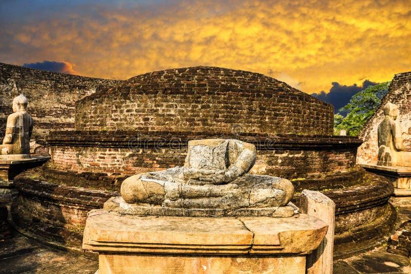 Por do sol de Sri Lanka Polonnaruwa Vatadage imagem de stock