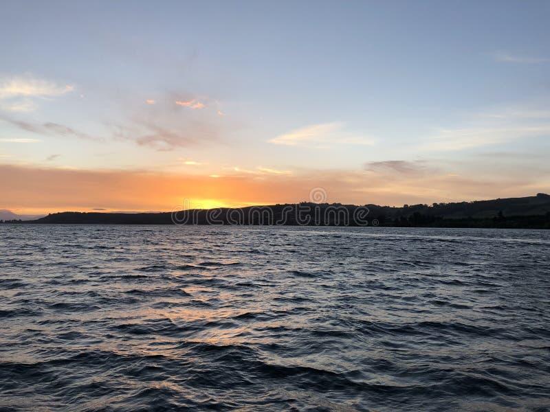 Por do sol de Taupo do lago imagens de stock royalty free