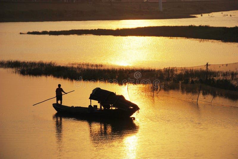Por do sol de um rio pequeno em Foshan, Guangdong fotos de stock royalty free