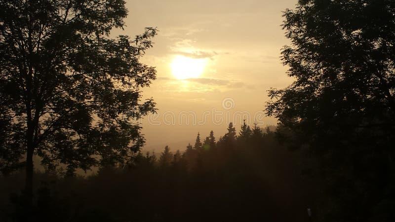Por do sol de Wonderfull com uma paisagem agradável imagem de stock