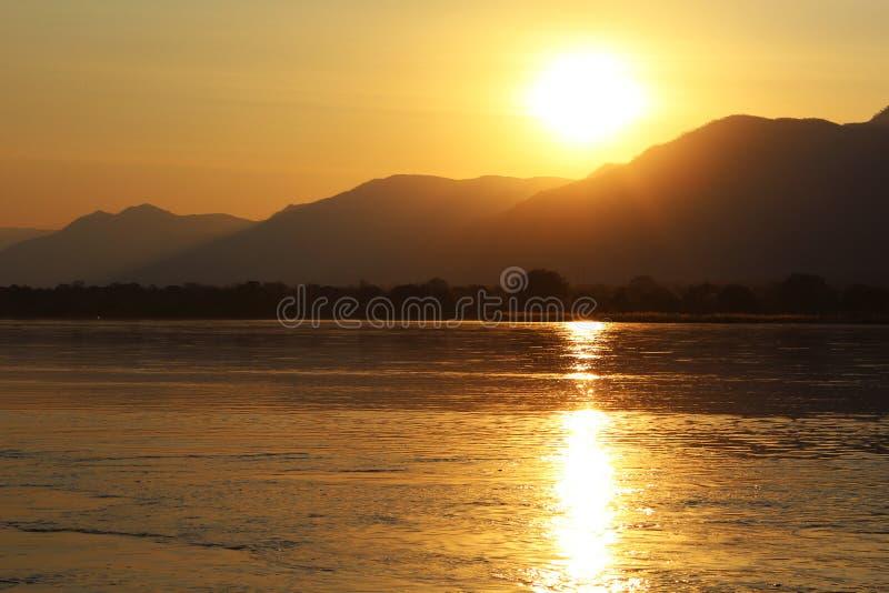 Por do sol de Zambezi River imagem de stock royalty free