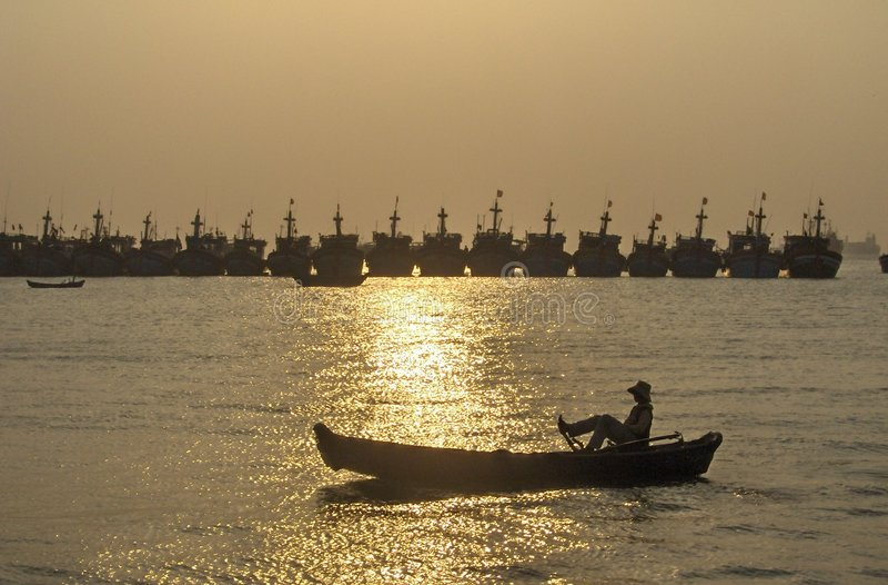 Por do sol - desporto de barco imagens de stock royalty free