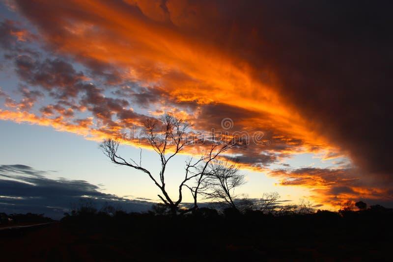 Por do sol do acampamento da mineração da construção da Austrália Ocidental fotografia de stock royalty free