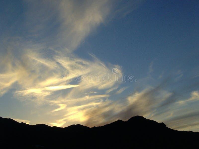 Por do sol do Arizona com montanhas fotografia de stock