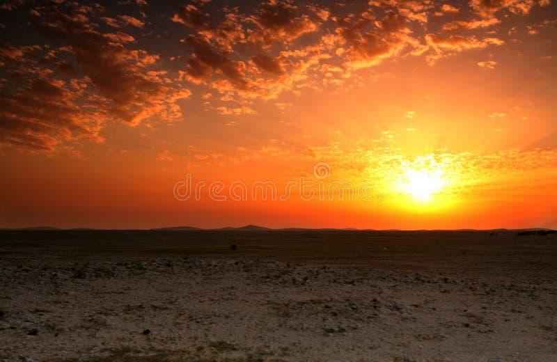 Por do sol do deserto de Qatar foto de stock