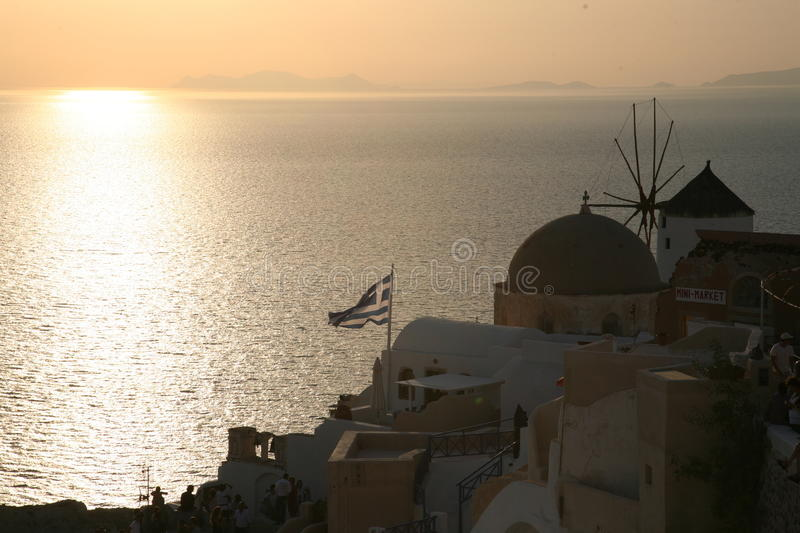 Download Por Do Sol Do Grego De Oia Santorini Foto de Stock - Imagem de sunset, villa: 26511612