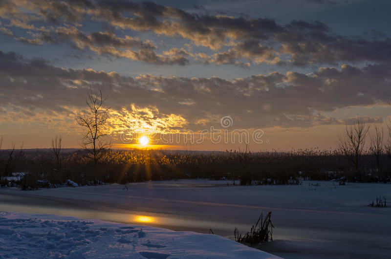 Por do sol do inverno foto de stock royalty free