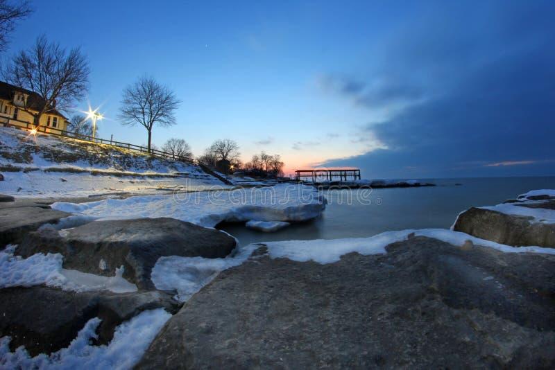 Por do sol do inverno do Lago Erie foto de stock royalty free